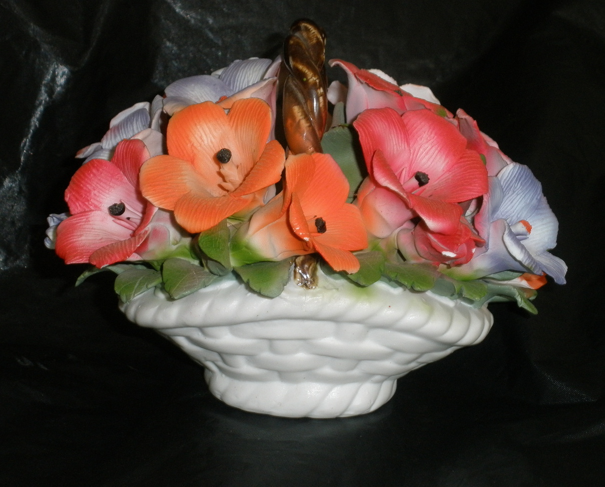 Ceramic backets with flowers 1