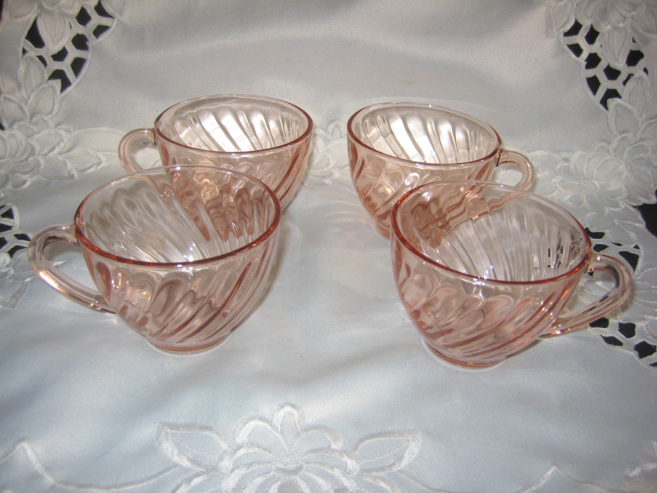 Arcoroc France swirl cups Set of 4