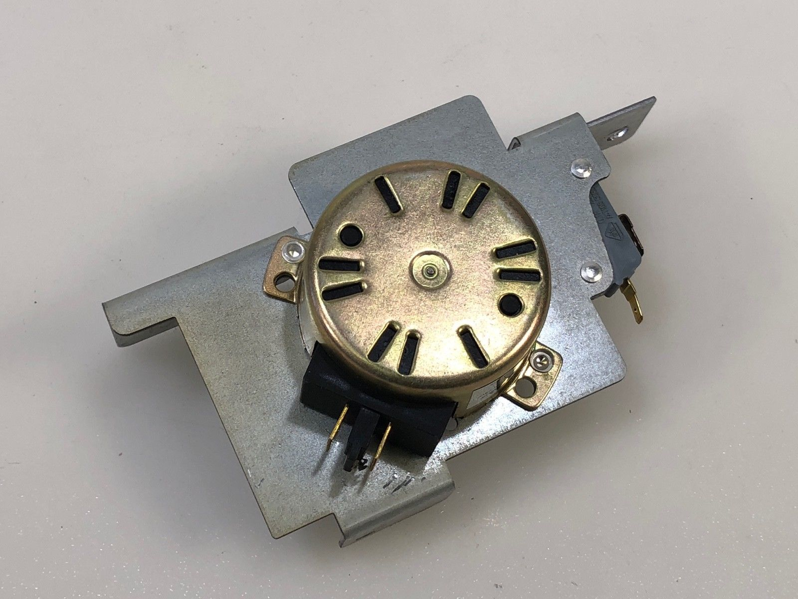 316464300 ELECTROLUX FRIGIDAIRE Range oven door lock motor and switch assembly