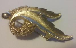 "Vintage Jewelry: 2 "" Gold Tone ""Monet"" Broach 201612-02 - $7.91"