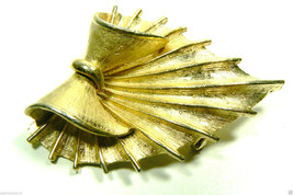 VINTAGE CORO GOLD TONE METAL FLORAL LEAF WITH BOW PIN BROOCH - $41.18
