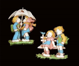 2 VTG Dart Boy & Girl at Fence and w/Umbrella Wall Hangings Plaques Colo... - €18,72 EUR