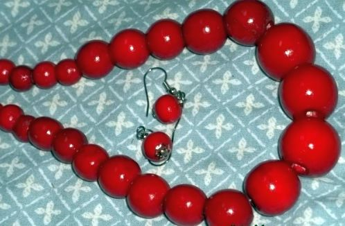 VINTAGE RED BEADED NECKLACE WITH MATCHING EARRINGS