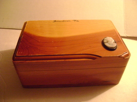 Vintage Cedar trinkek  Box from Jamestown Virginia - $10.00