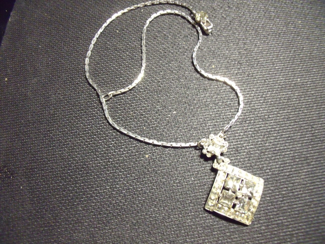 Rhinestone Diamond Shaped  Pendant On Chain