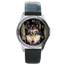 Alone Wolf Unisex Round Metal Watch Gift model 38574156 - $13.99