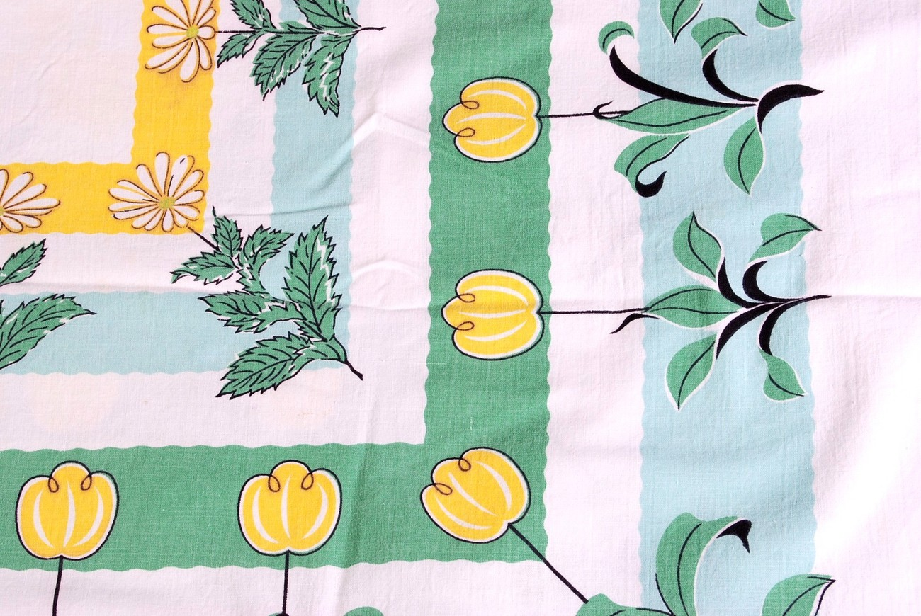 "Vintage 43"" Square Cotton Tablecloth Yellow Tulips Daisies"