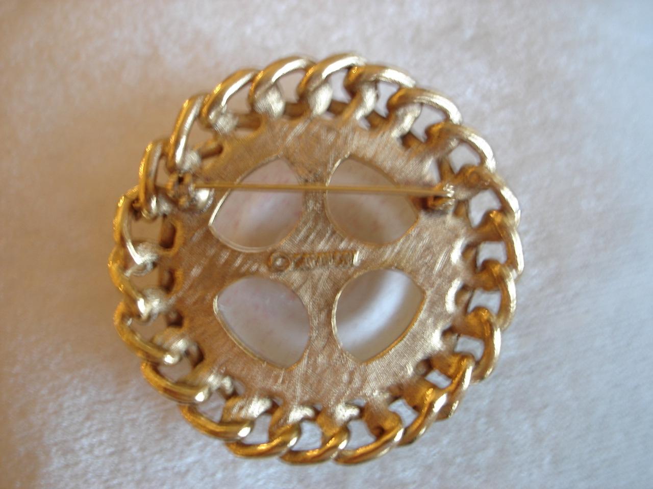 Vintage Sarah Coventry Lg Textured Sim Pearl, Goldtone Link