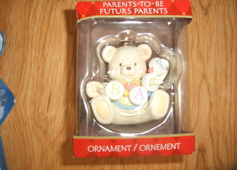 PARENTS To Be FUTURE 2006 Christmas Ornaments NEW White Teddy Bear Baby Beads - $9.99