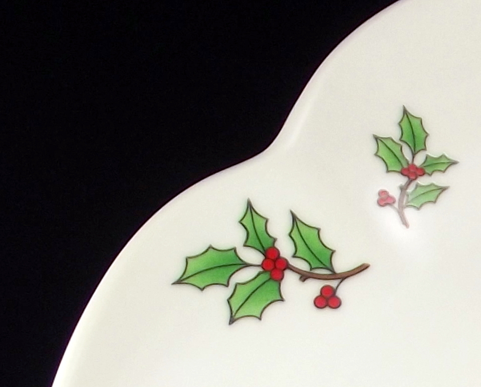 Tienshan scalloped cake plate Christmas tree Holiday Hostess stoneware vintage