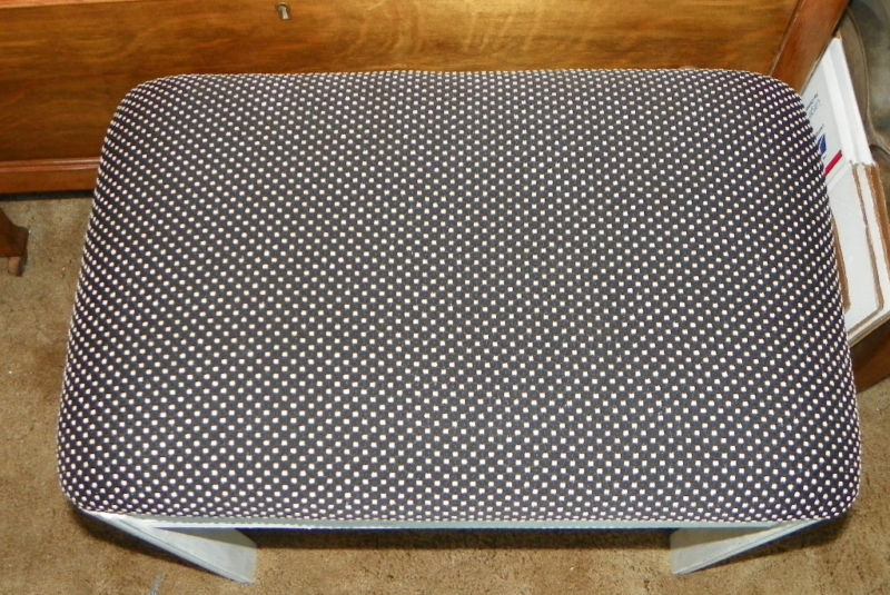 Mahogany Black & White Dot Print Bench Hall Bench