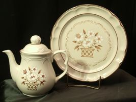 Cumberland Stoneware Mayblossom Pitcher with lid & Serving Tray AA-192035-F Vin image 7