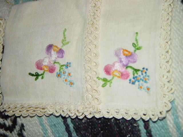 Set Of 4 Light Cream Embroidery Napkins