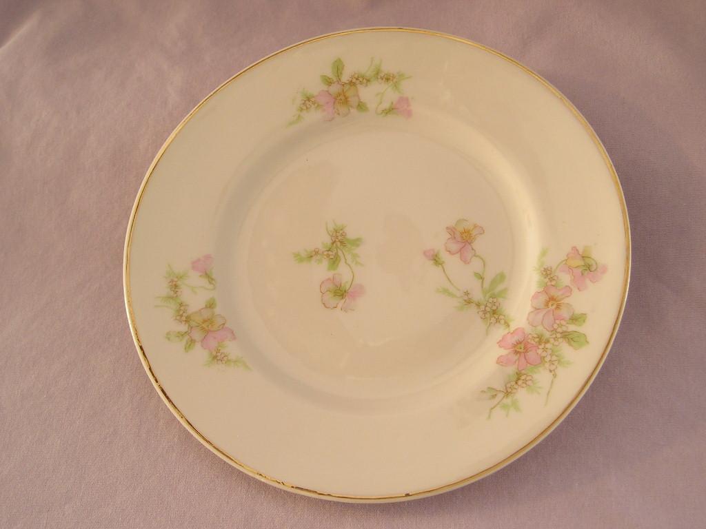 Tk bread plate