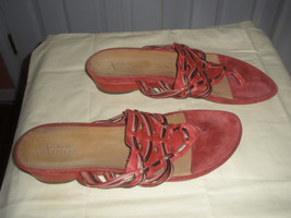 Clarks Artisan RED  Thong   SANDALS LEATHER   WOMEN SHOES    11M - $39.59