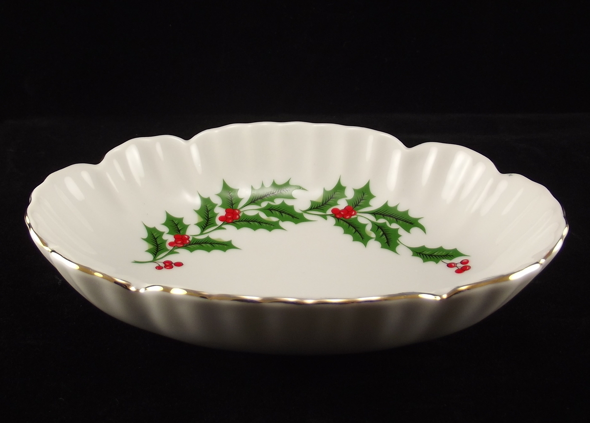 Oval porcelain holly dish 2