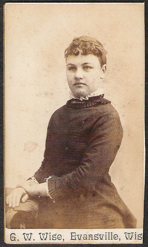 ANTIQUE CARD DE VISITE FASHIONABLE YOUNG WOMAN PORTRAIT