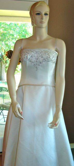 ALLURE WEDDING GOWN DRESS 8113 SIZE 10 NWT RETAIL $700.