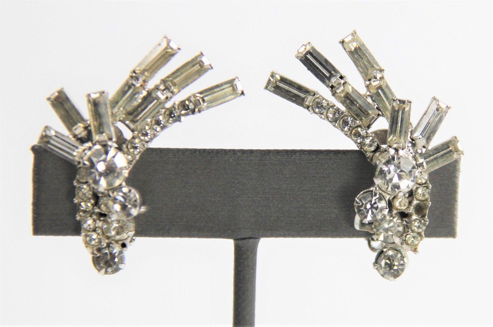 50s ESTATE VINTAGE DELIZZA ELSTER D&E JULIANA CLEAR RHINESTONE EARRINGS BAGUETTE