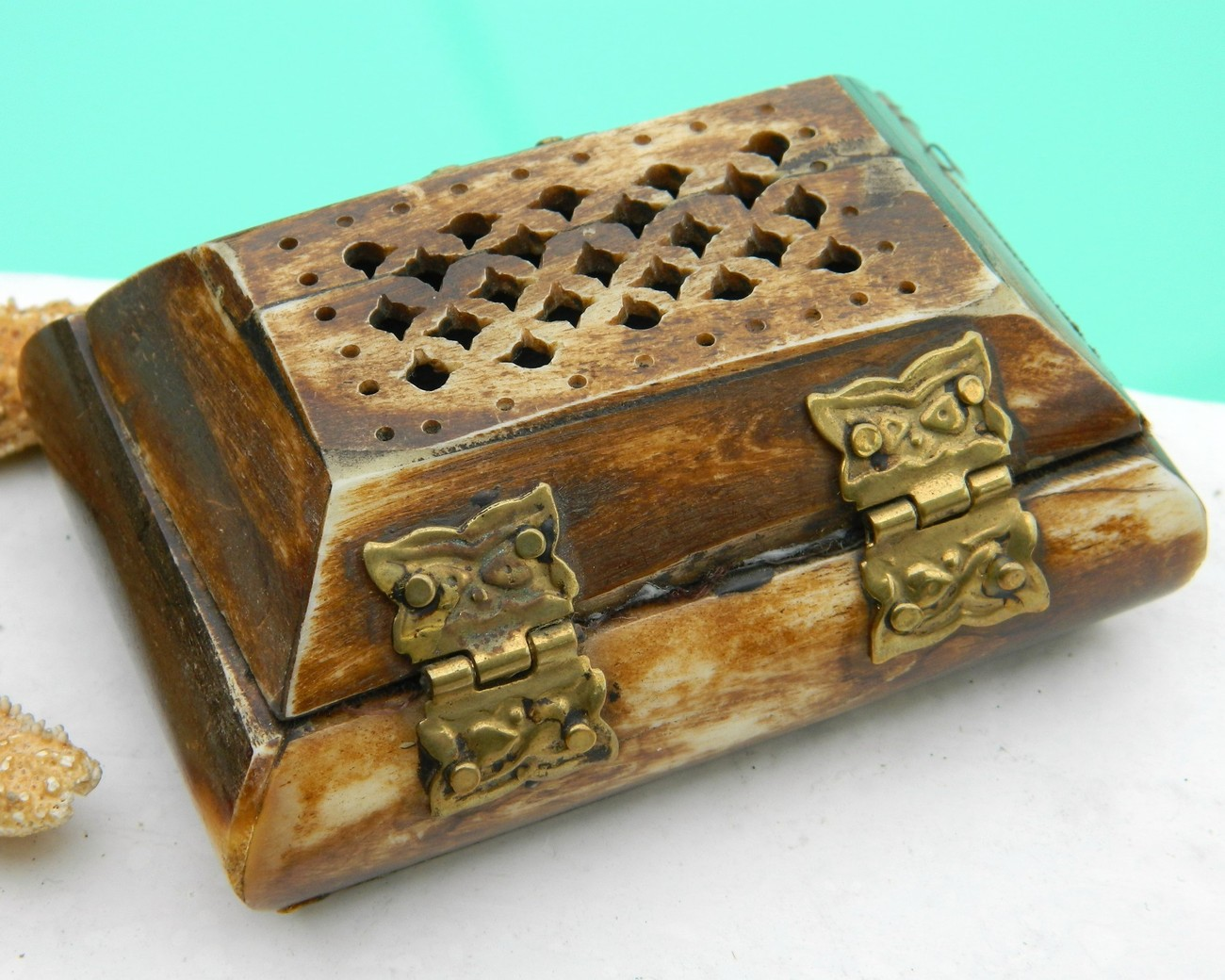 Vintage carved bone brass pierced trinket jewelry box for Vintage antique jewelry box