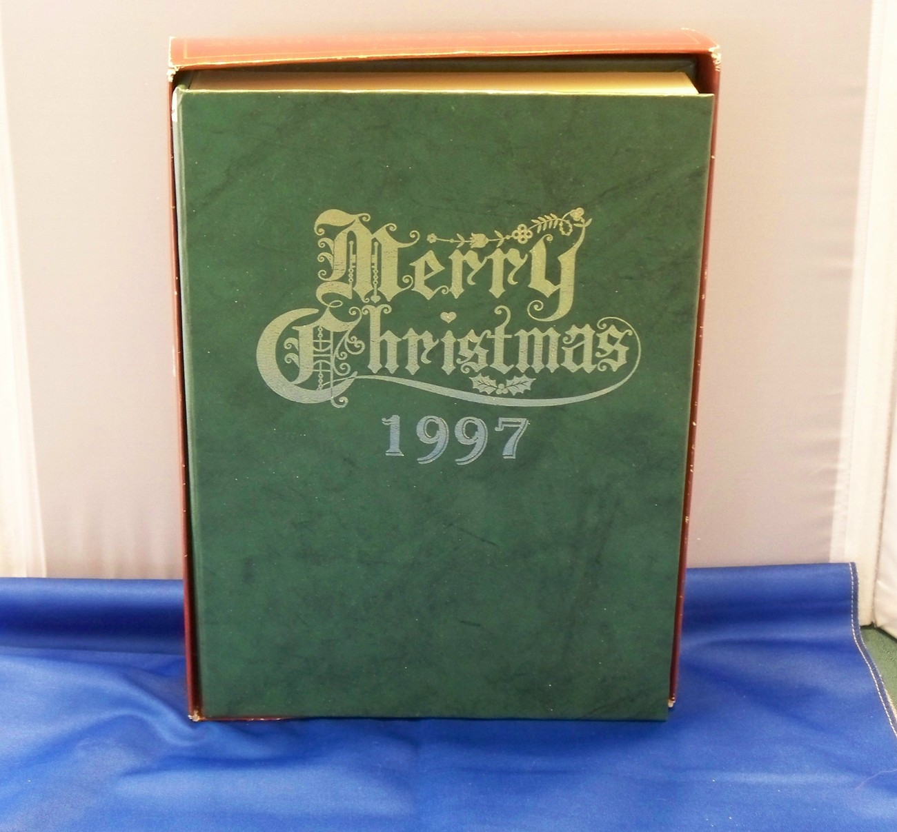 """Musical Wooden Christmas Book 1997 """"We Wish You A Merry.."""""""