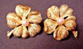 Francois Vintage Clip Earrings Flower Genuine Cultured Pearl Center by Coro - $24.26