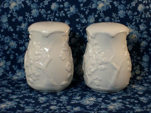 Vintage Porcelain Floral Themed Salt & Pepper Set - Beautiful Pair!
