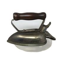 Vintage UNIVERSAL Wrinkle Proof Iron E7709B - $26.60