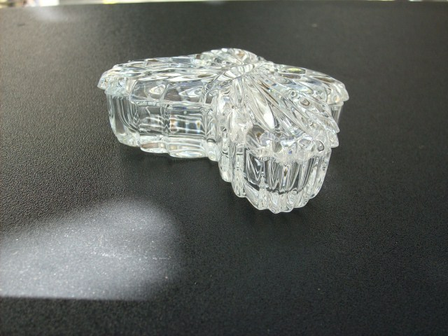 GLASS BUTTERFLY TRINKET BOX - BEAUTIFUL ITEM!