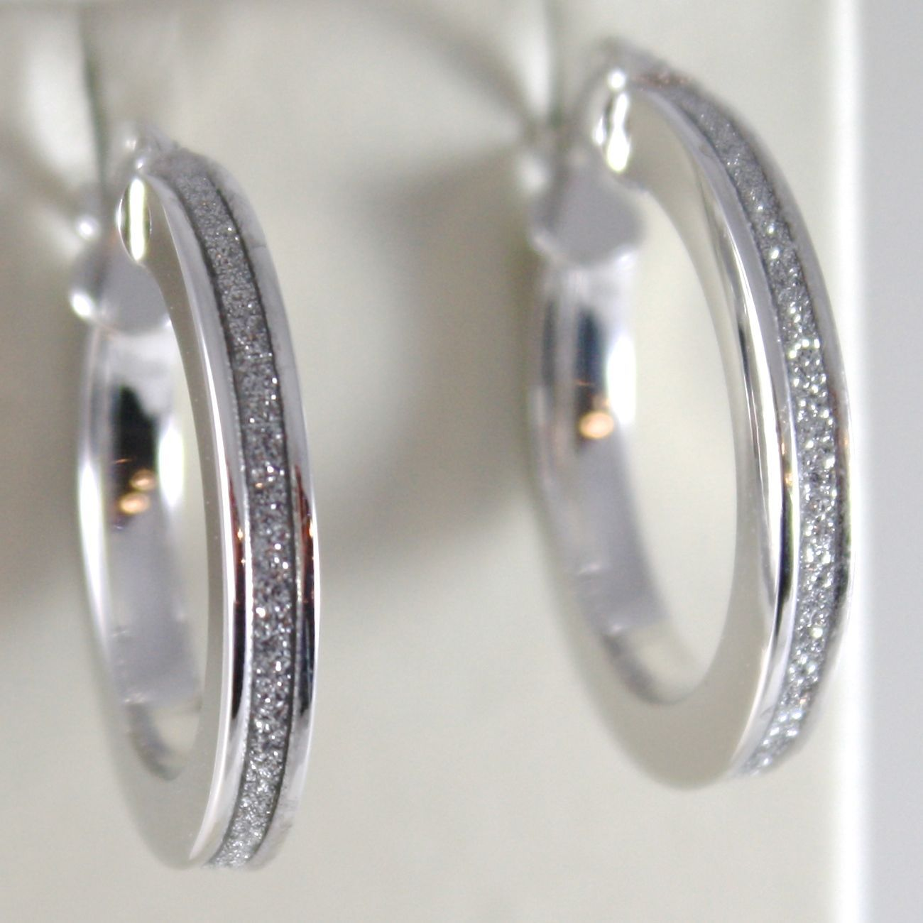 WHITE GOLD EARRINGS 750 18K CIRCLE, DIAMETER 2.2 CM, EFFECT GLITTER
