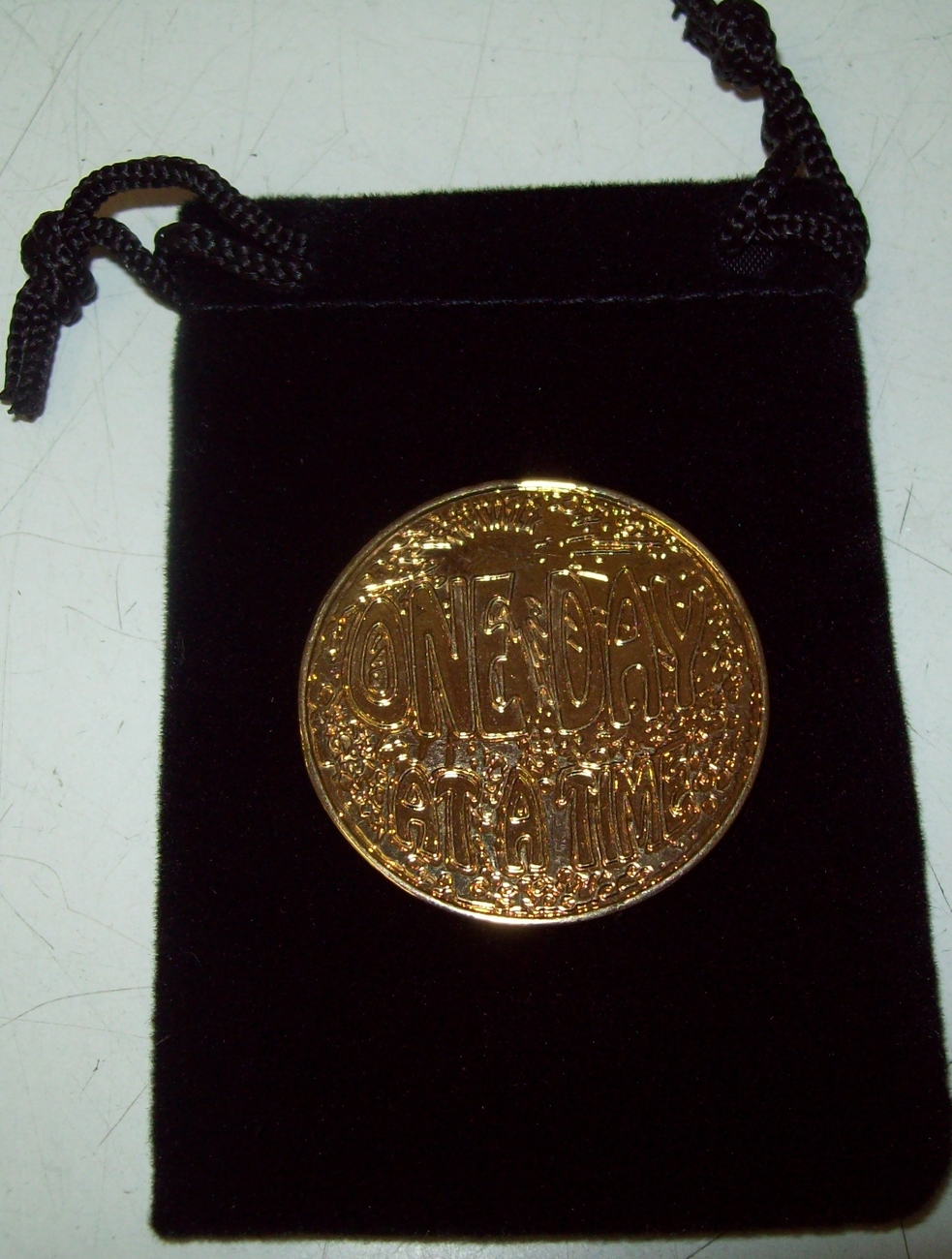 ONE DAY AT A TIME RECOVERY MEDALLION ODAT AA NA BI PLATE GOLD AND SILVER