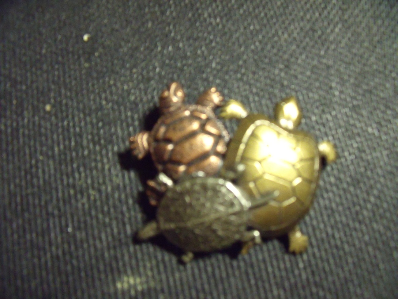 Turtles pin in mixed metals unmarked