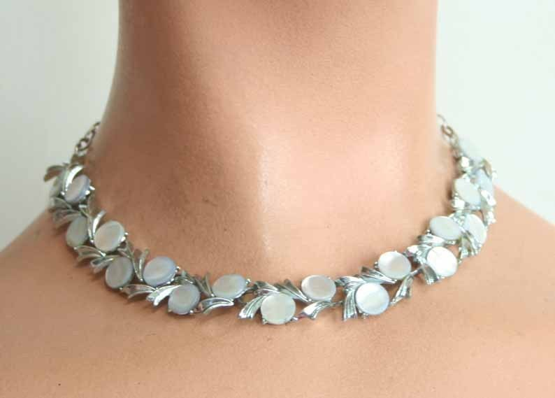 Primary image for Art Moderne 50s Stunning Shell Disk Silvertone Necklace