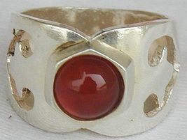 Curves red ring thumb200