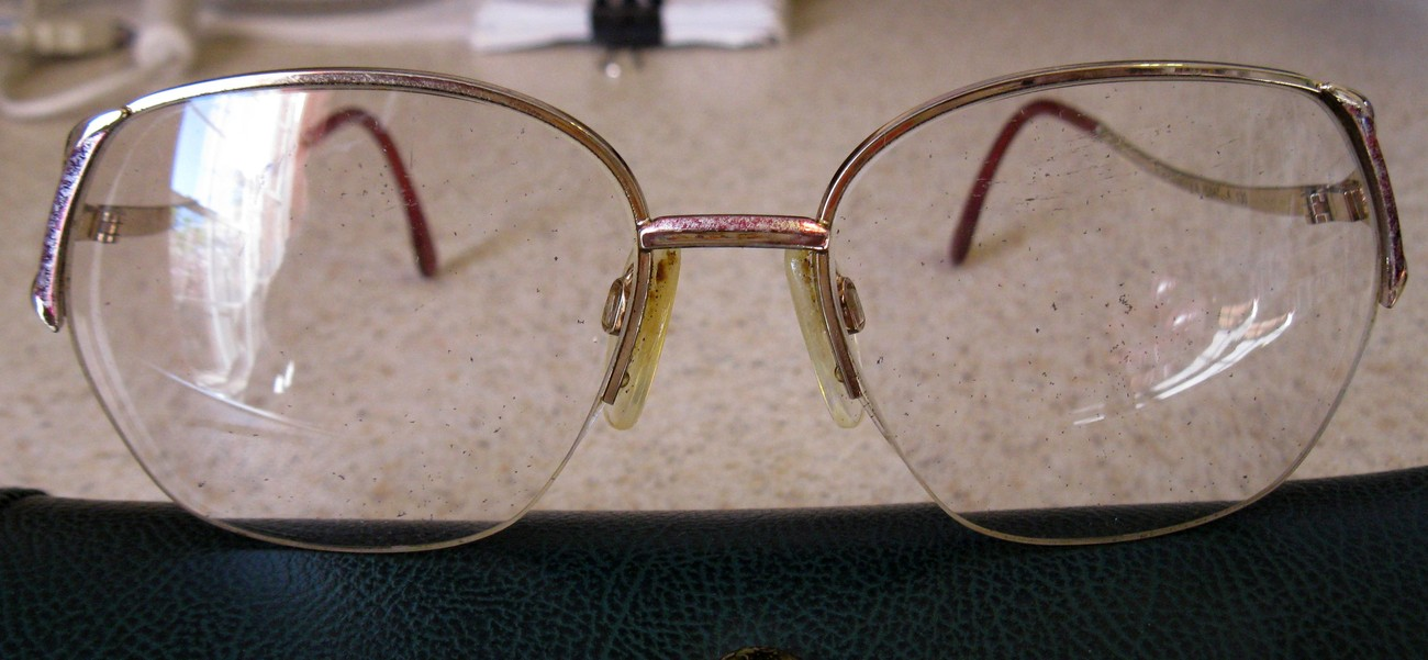 EYEGLASS FRAMES COLOR GOLD WITH RED NICE #1