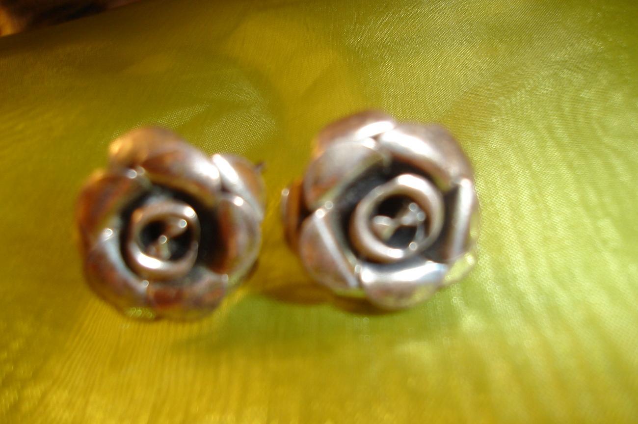 Silver flower earrings front