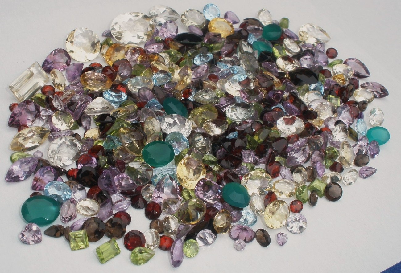 OVER 500 CTS OF LOOSE SEMIPRECIOUS NATURAL GEM MIX