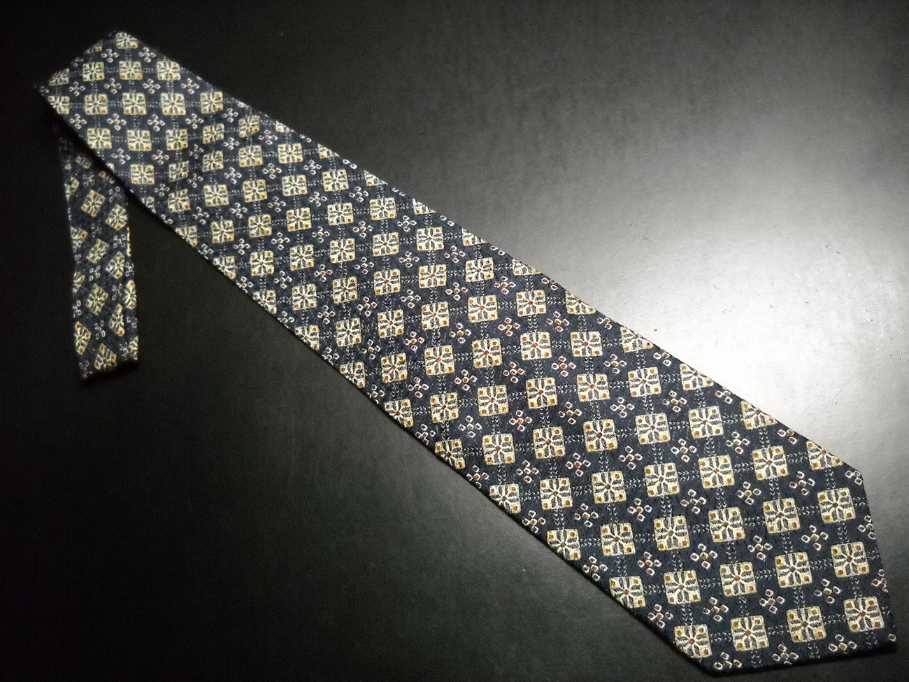 Tie joseph abboud des 66352 italian black background with accents of golds browns 04