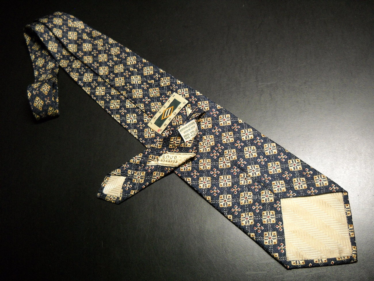 Joseph Abboud Neck Tie Italian Silk Design No 66352 Blues