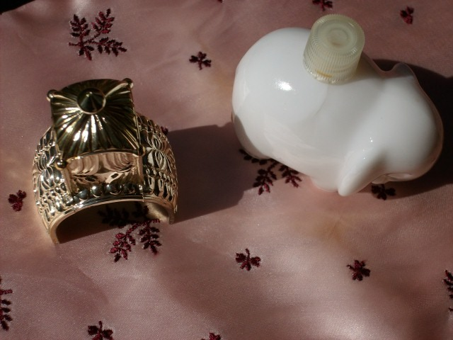"Avon Royal Elephant Collector's Bottle with 1.5 fl oz ""Topaze"" Cologne - New!"