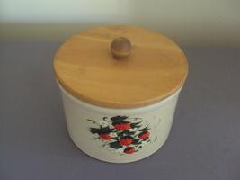 Vintage Robinson Ransbottom Roseville Ohio Strawberry 1 Quart Low Jar - $50.00