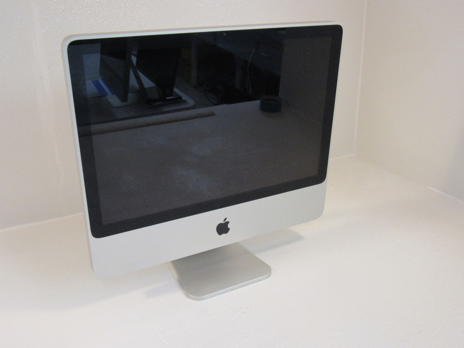 Apple iMac 8.1 20 Inch All In One Computer 2GHz Intel Core 2 Duo A1224