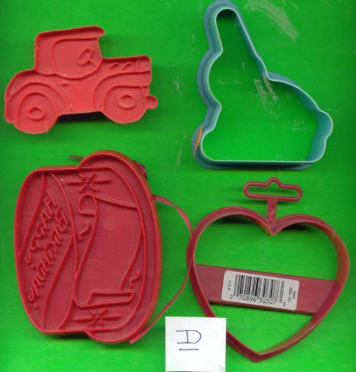 Lot of Plastic Cookie Cutters .....Lot D
