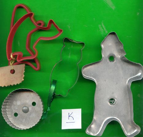 Lot of Metal and Plastic Cookie Cutters .....Lot K