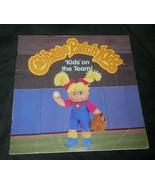 Vintage 1997 Cavolo Toppa Bambini On The Team Real Bambola Immagini Libro - $8.19