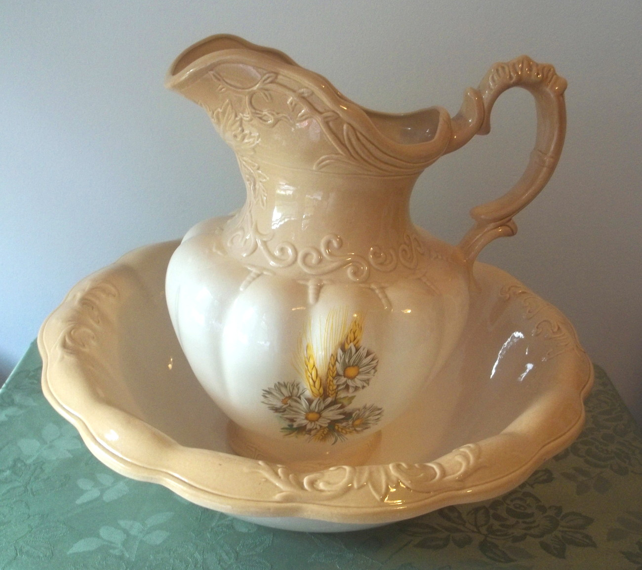 wash bowl and pitcher set daisies and wheat ironstone england 1890 creme latte decorative. Black Bedroom Furniture Sets. Home Design Ideas