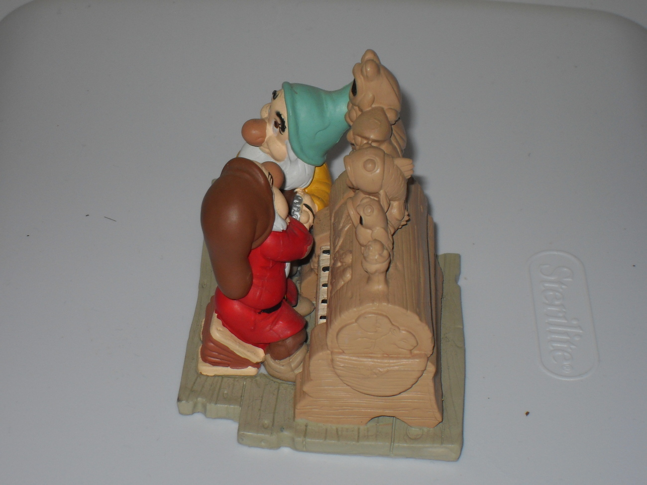 Disney Classics Snow White Grumpy And Happy Figurine