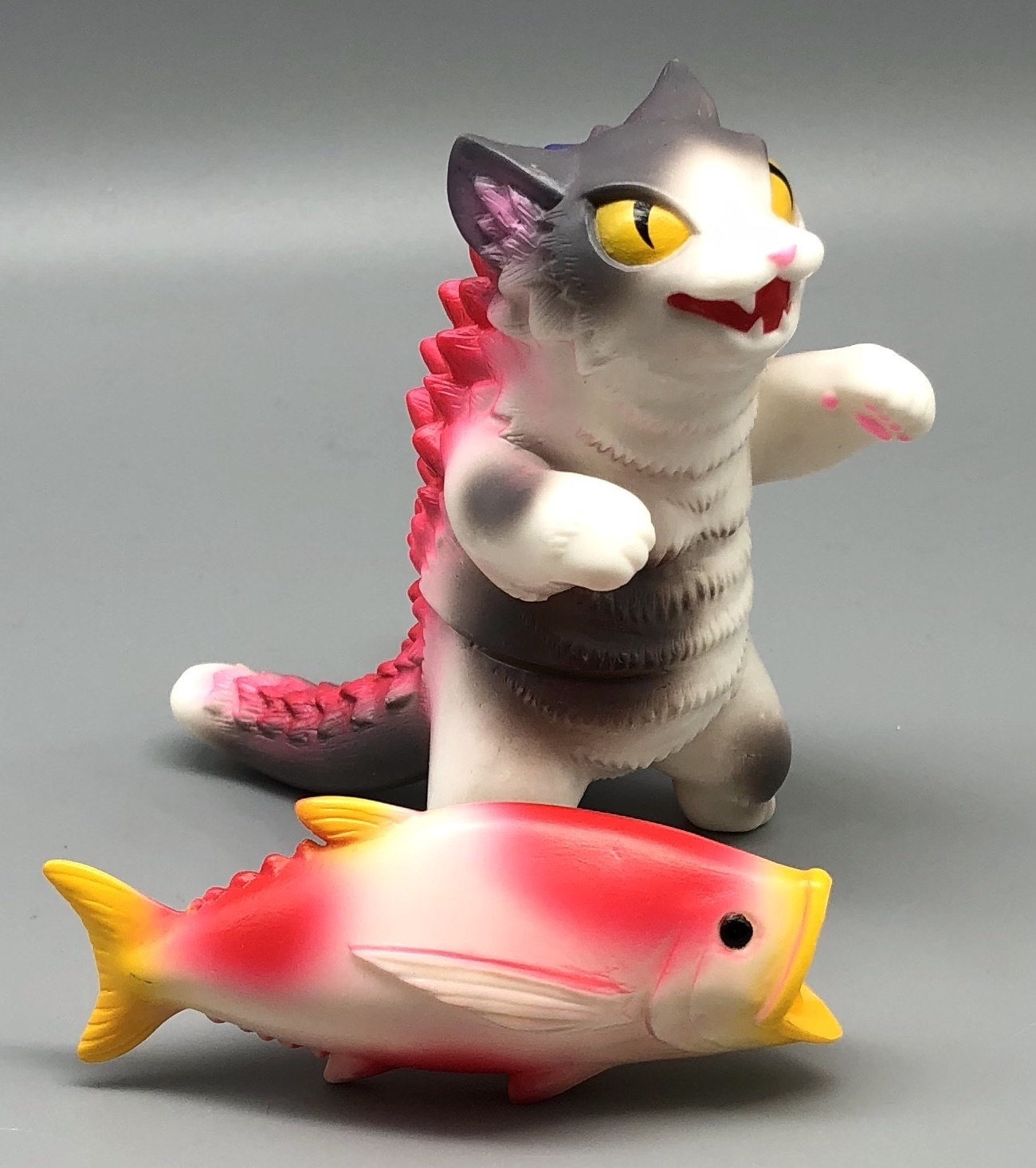 Max Toy Gray Spotted Negora w/ Fish