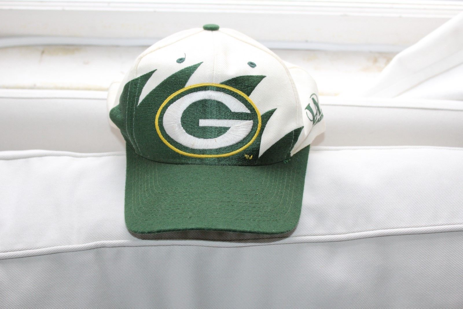043686dc683 57. 57. Previous. Vintage 1990s GREEN BAY PACKERS NFL Logo Athletic  Sharktooth Snapback Hat Cap