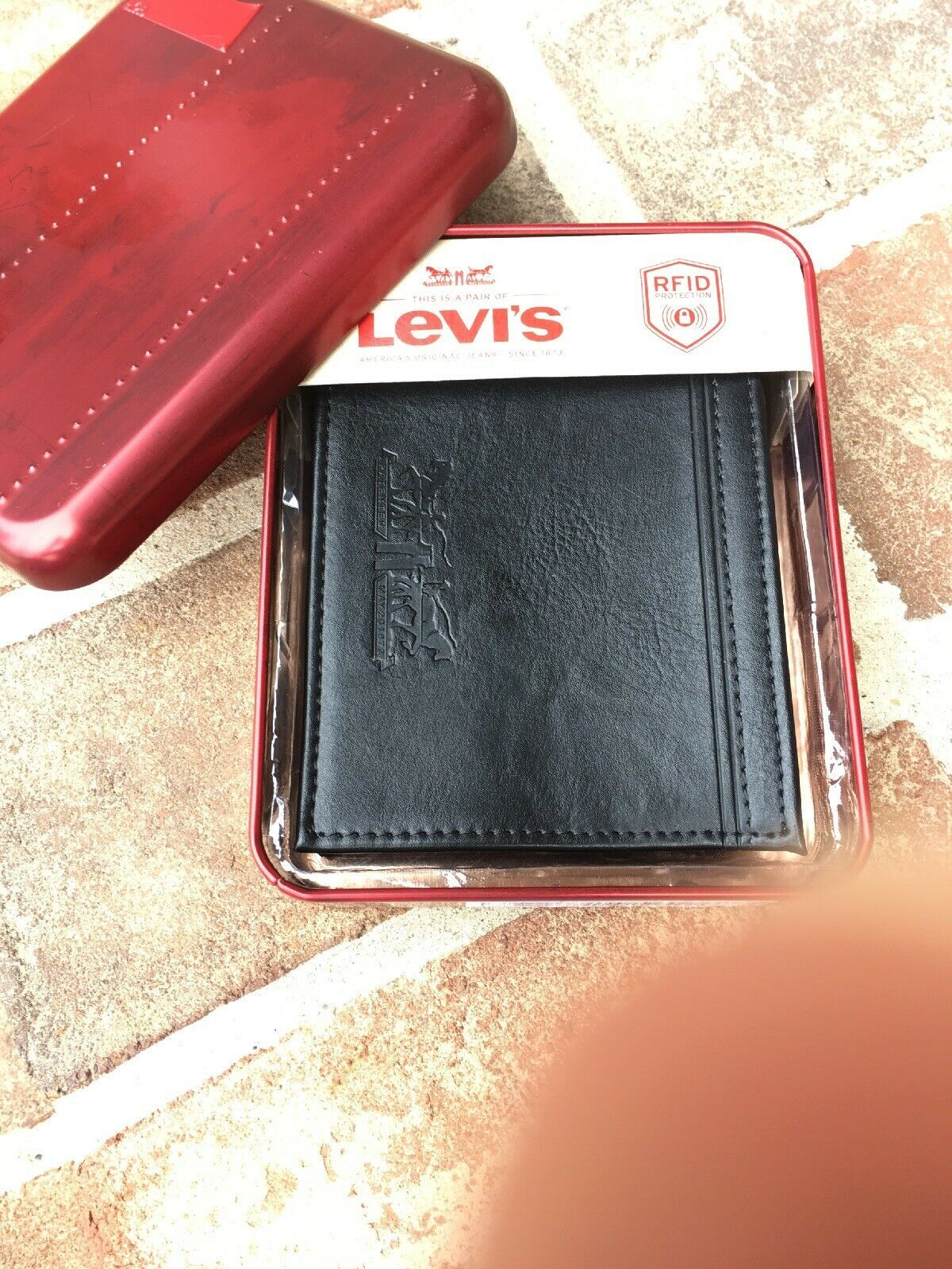 Levi's Men's Black Bifold Leather Wallet RFID Blocking image 7